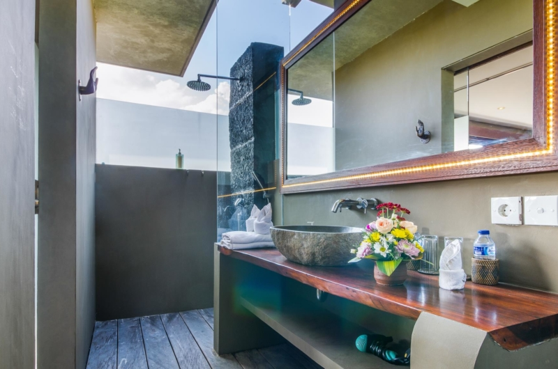 En-Suite Bathroom with Mirror - Villa Yoga - Seminyak, Bali