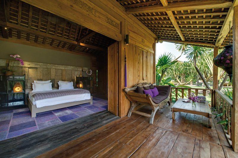 Bedroom and Balcony - Villa Zelie - Canggu, Bali
