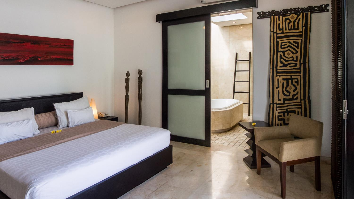 Bedroom and En-Suite Bathroom - Villa Zensa Residence - Seminyak, Bali