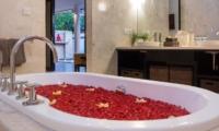 Bathtub with Rose Petals - Villa Zensa Residence - Seminyak, Bali