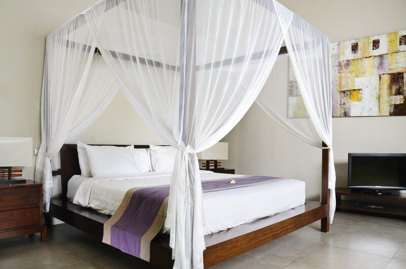 Four Poster Bed with TV - Villa Alice Dua - Seminyak, Bali