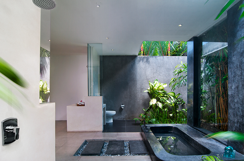 Bathroom with Bathtub - Villa Alice Dua - Seminyak, Bali