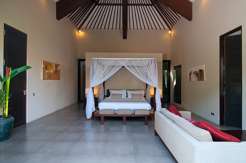 Bedroom with Sofa - Villa Alice Satu - Seminyak, Bali