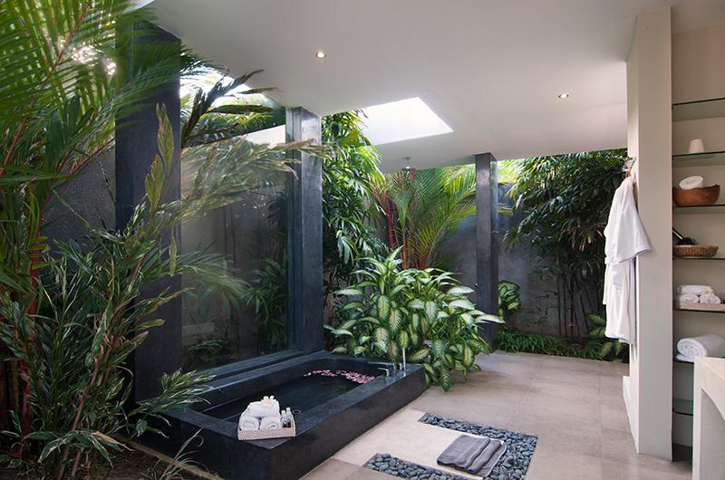 Semi Open Bathtub - Villa Alice Satu - Seminyak, Bali