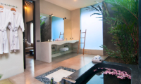 Bathroom with Bathtub - Villa Alice Satu - Seminyak, Bali