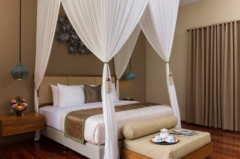 Bedroom with Mosquito Net - Villa Alin - Seminyak, Bali