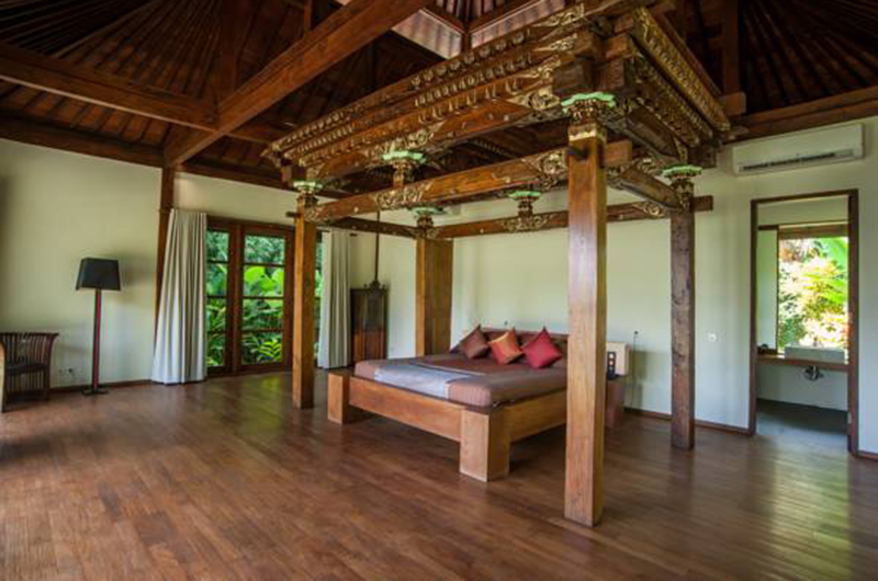 Spacious Bedroom with Wooden Floor - Villa Amita - Canggu, Bali