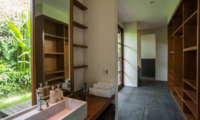 Bathroom with Walk-In Wardrobe - Villa Amita - Canggu, Bali