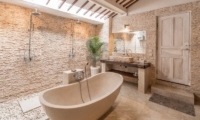 Semi Open Bathroom with Bathtub – Villa Amore Mio – Seminyak, Bali
