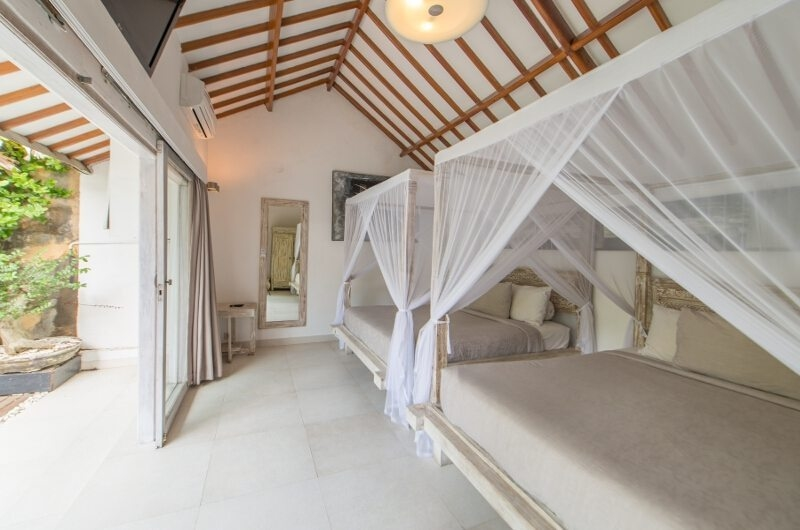Twin Bedroom with Garden View – Villa Amore Mio – Seminyak, Bali