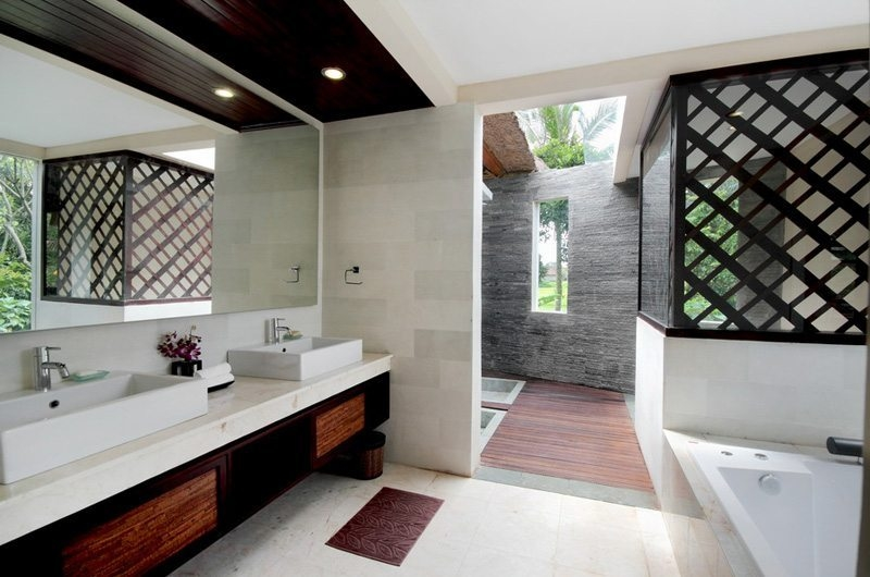 Bathroom with Bathtub – Villa Amrita – Ubud, Bali