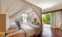 Four Poster Bed with Wooden Floor - Villa Angsoka - Candidasa, Bali