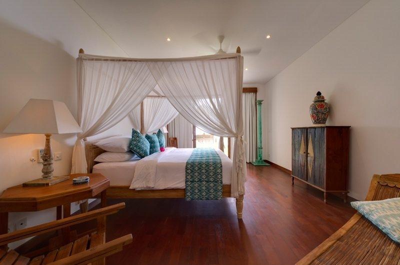 Bedroom with Wooden Floor - Villa Angsoka - Candidasa, Bali