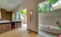 Bathroom with Bathtub - Villa Angsoka - Candidasa, Bali