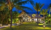 Lawns - Villa Aparna - Lovina, Bali