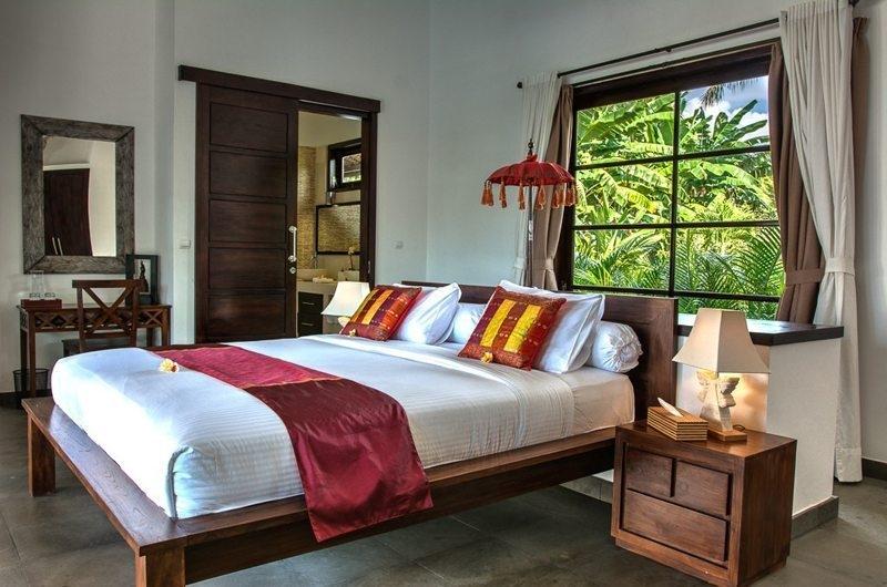 Bedroom with Mirror - Villa Aparna - Lovina, Bali