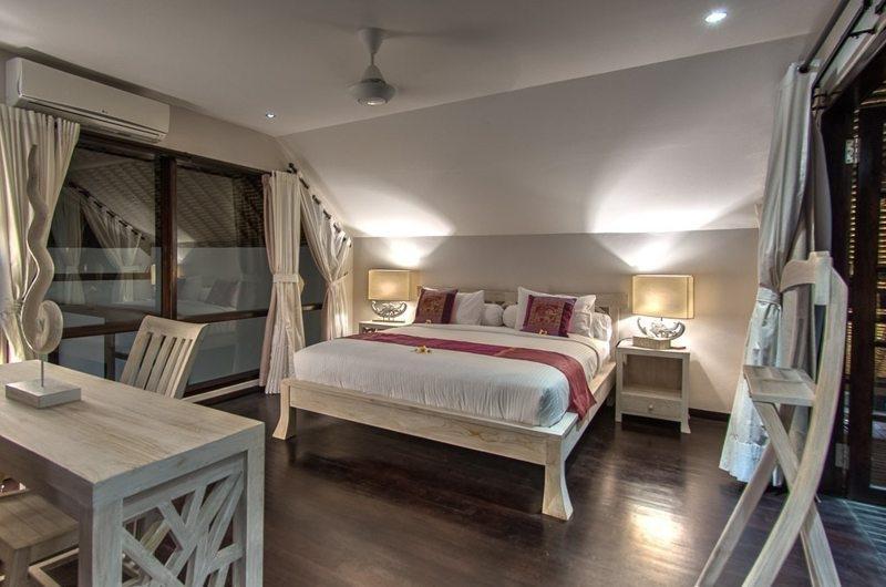 Bedroom with Study Table - Villa Aparna - Lovina, Bali