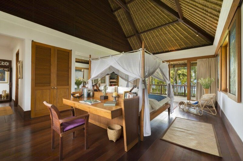 Bedroom with Study Area - Villa Arika - Canggu, Bali