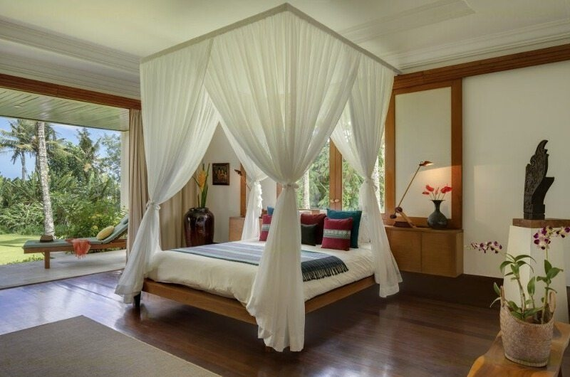Bedroom with Wooden Floor - Villa Arika - Canggu, Bali
