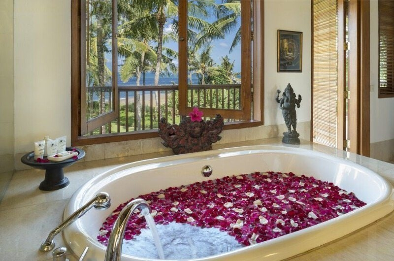 Romantic Bathtub Set Up - Villa Arika - Canggu, Bali