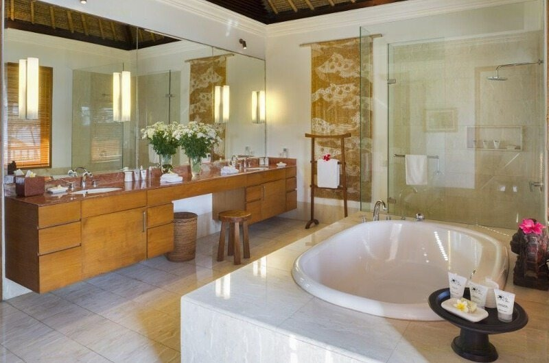 Bathroom with Bathtub - Villa Arika - Canggu, Bali