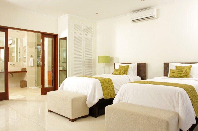 Twin Bedroom and Bathroom - Villa Asante - Canggu, Bali