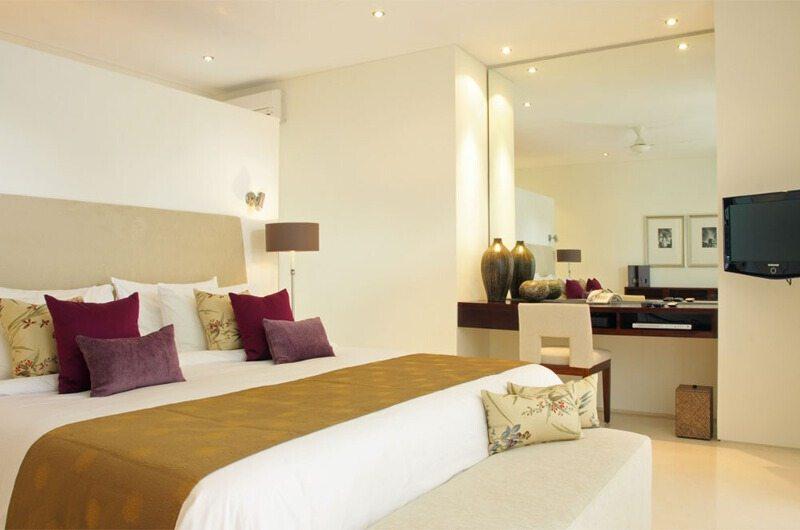 Bedroom with TV - Villa Asante - Canggu, Bali