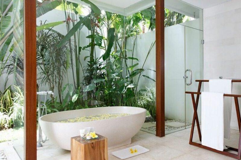 Bathroom with Bathtub - Villa Asante - Canggu, Bali