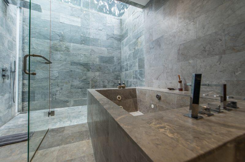Bathroom with Bathtub and Shower - Villa Ashoka - Canggu, Bali