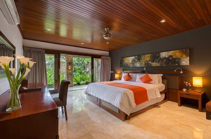 Bedroom with Table Lamps - Villa Asta - Batubelig, Bali