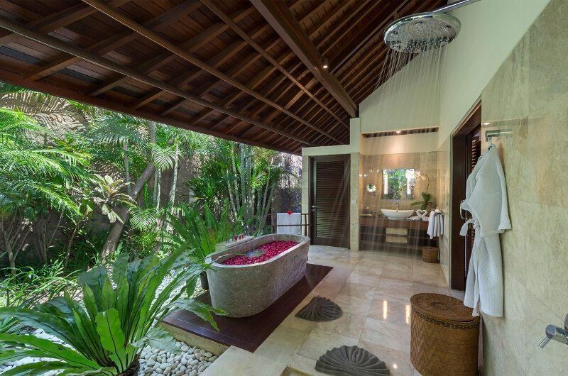 Romantic Bathtub Set Up - Villa Asta - Batubelig, Bali