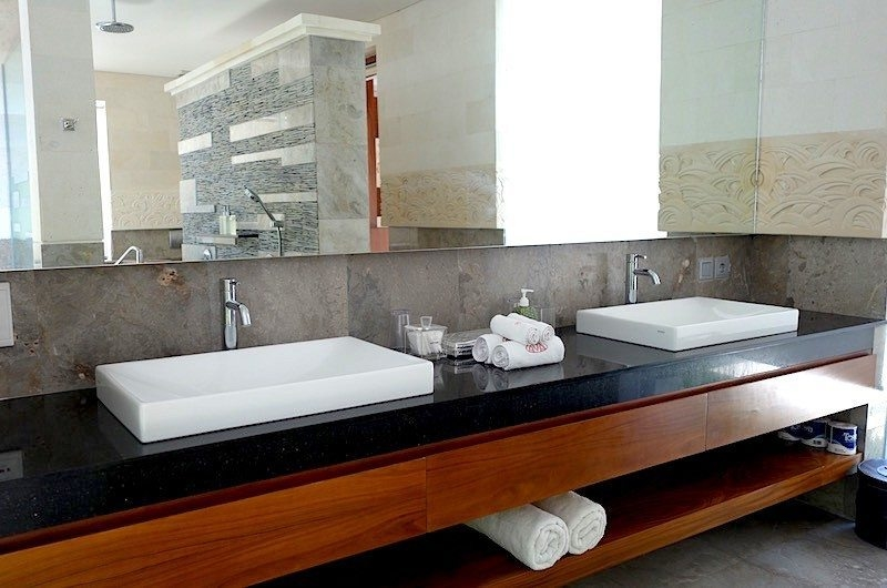 His and Hers Bathroom with Mirror - Villa Ava - Uluwatu, Bali