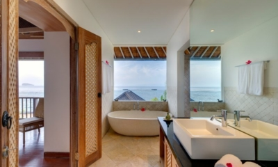 En-Suite Bathroom with Sea View - Villa Bakung - Candidasa, Bali