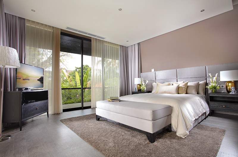 Spacious Bedroom with Lamps - Villa Balimu - Seminyak, Bali