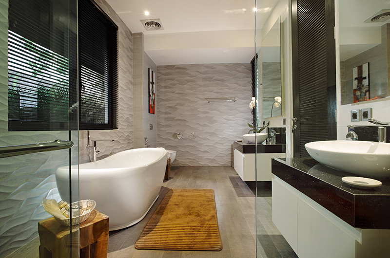 Bathroom with Bathtub - Villa Balimu - Seminyak, Bali