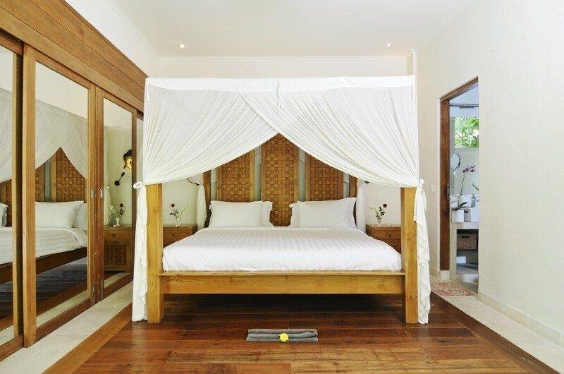 Bedroom with Wooden Floor - Villa Beji Seminyak - Seminyak, Bali