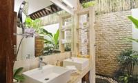 His and Hers Bathroom - Villa Beji Seminyak - Seminyak, Bali