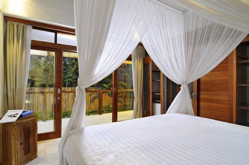 Bedroom and Balcony - Villa Beji Seminyak - Seminyak, Bali