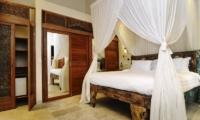 Bedroom with Mirror - Villa Beji Seminyak - Seminyak, Bali