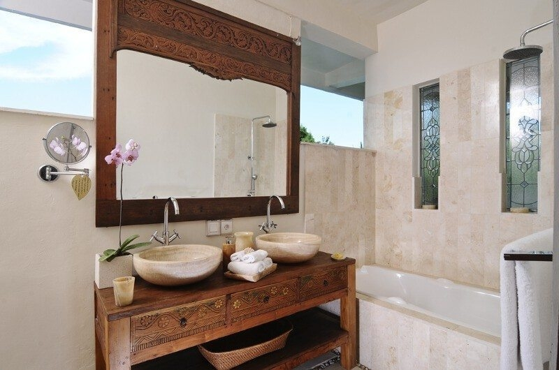 His and Hers Bathroom with Mirror - Villa Beji Seminyak - Seminyak, Bali