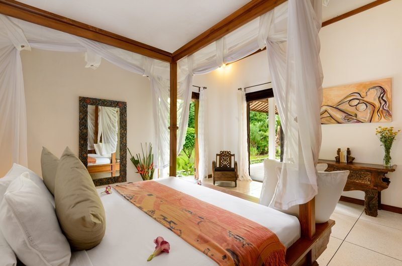 Bedroom with Mirror - Villa Beten Bukit - North Bali, Bali