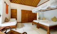 Twin Bedroom with Seating Area - Villa Beten Bukit - North Bali, Bali