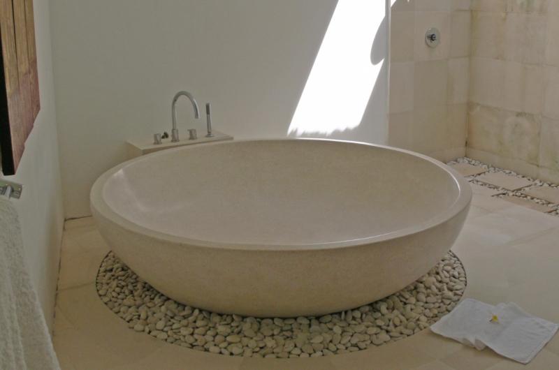 En-Suite Bathtub - Villa Blanca - Candidasa, Bali