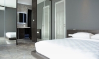 Bedroom with Mirror - Villa Blue Lagoon - Uluwatu, Bali