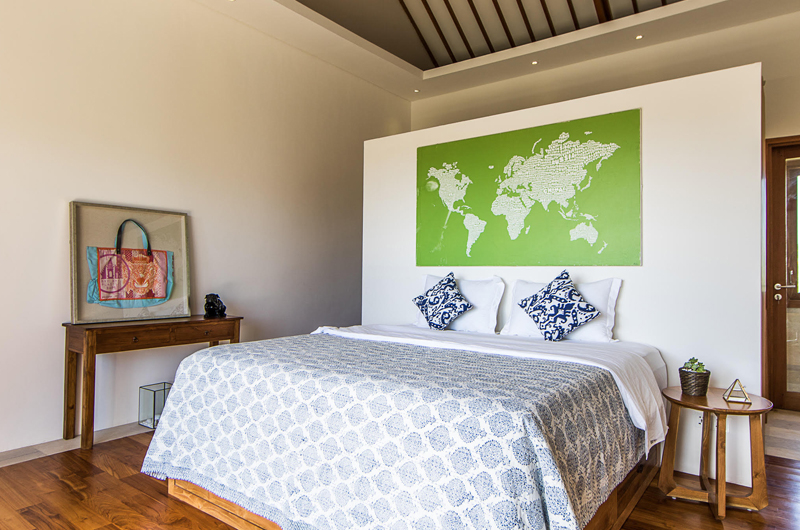 King Size Bed with Wooden Floor - Villa Breeze - Canggu , Bali