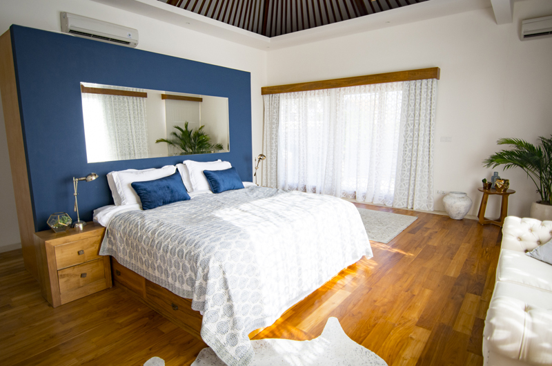 Bedroom with Wooden Floor - Villa Breeze - Canggu , Bali