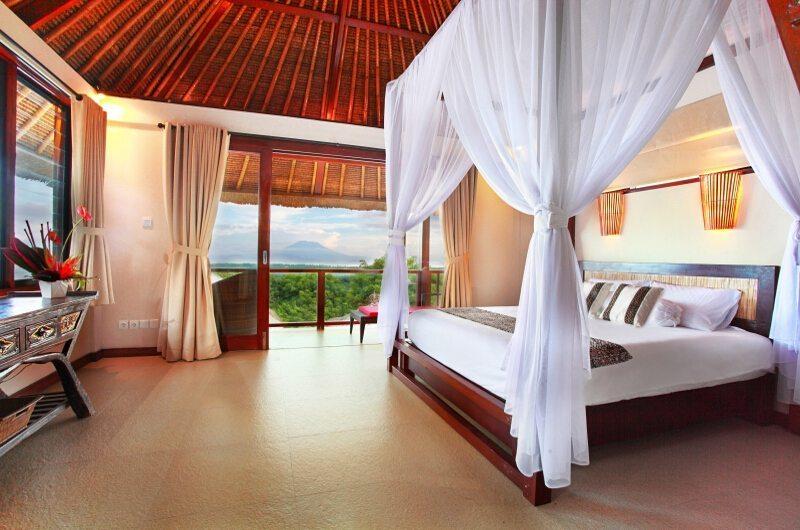 Bedroom and Balcony - Villa Bukit Lembongan - Villa 1 - Nusa Lembongan, Bali