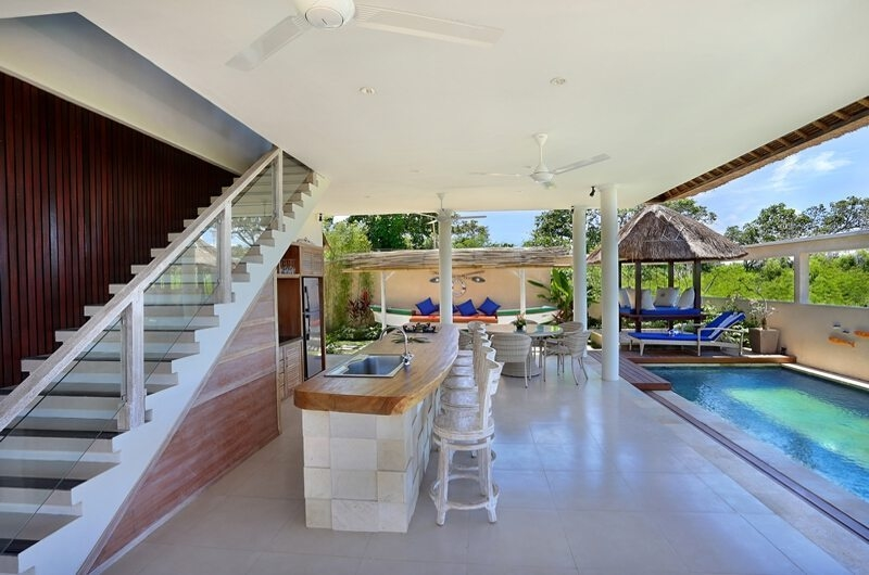 Pool Side Kitchen and Dining Area - Villa Bukit Lembongan - Villa 2 - Nusa Lembongan, Bali