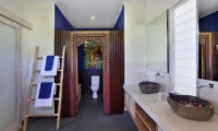His and Hers Bathroom - Villa Bukit Lembongan - Villa 2 - Nusa Lembongan, Bali