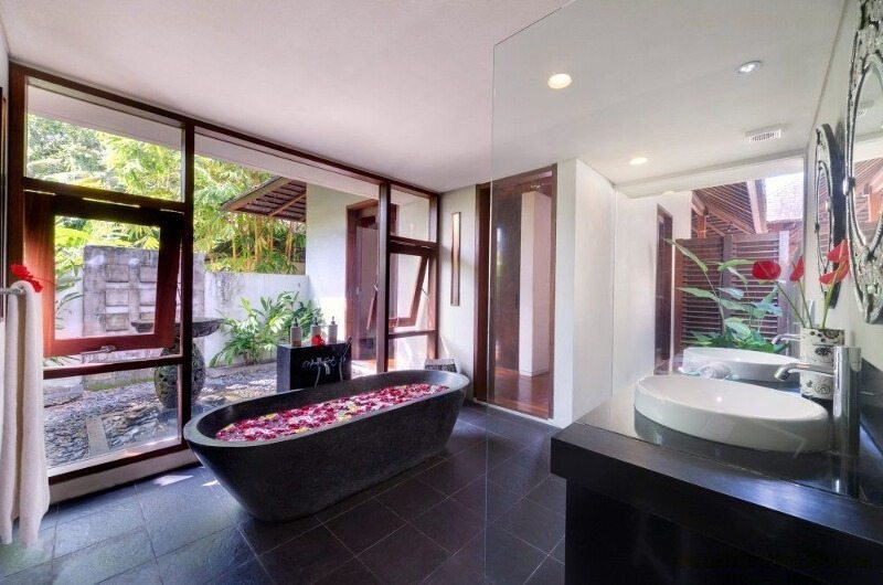 Romantic Bathtub Set Up - Villa Bunga Pangi - Canggu, Bali